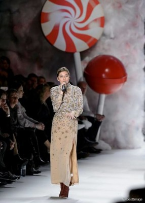 Louane illumine la Fashion Week de Berlin