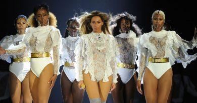 Beyoncé met fin aux rumeurs sur scène