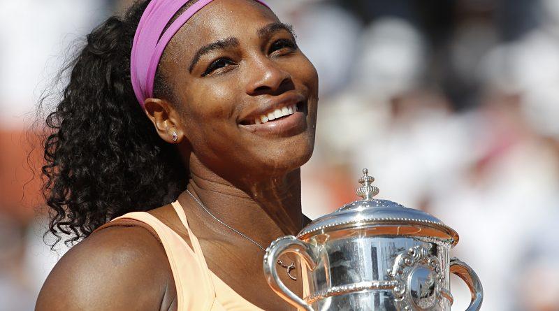 Serena Williams : Goûte la nourriture de son chien