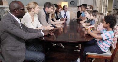 Julie Gayet dans le film « C'est quoi cette famille ?! »